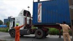 Tin nhanh - Container ôm cua, cán qua người thanh niên đang đi xin việc làm