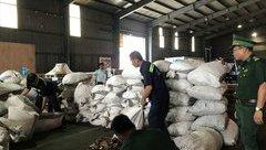 An ninh - Hình sự - Phát hiện container chứa 210 bao tải nghi đựng vảy tê tê