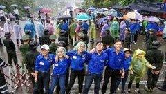 Văn hoá - Lễ hội đền Hùng 2018: Cảm động những nụ cười ướt mưa của lực lượng an ninh ngày giỗ Tổ