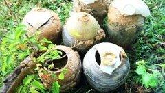 Chính trị - Xã hội - Đào hố chôn cột điện, phát hiện 6 bình gốm cổ thời Lê