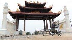 """Xã hội - Cận cảnh cổng làng 4 tỷ làm bằng gỗ quý """"khủng"""" nhất Nghệ An"""