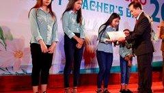 Giáo dục - Doanh nhân nâng bước cho nữ sinh mất cha sau 1 tháng nhập học