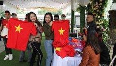 Bóng đá Việt Nam - Ấn tượng màn hình khổng lồ xem U23 Việt Nam thi đấu ở thành Vinh