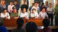 Chính trị -  Phó Thủ tướng Trương Hòa Bình kiểm tra hiện trường vụ cháy chung cư, thăm hỏi nạn nhân