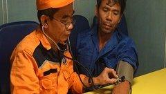 Xã hội - Cứu ngư dân gặp nạn lênh đênh trên biển