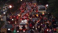 Xã hội - Hình ảnh ùn tắc trên đường Nguyễn Chí Thanh trước ngày xén giải phân cách