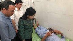Tin nhanh - Bộ trưởng bộ Y tế tới bệnh viện chia sẻ với các nạn nhân vụ lật tàu