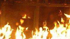 An ninh - Hình sự - Bắt 2 đối tượng ném xăng đốt người vì chưa được thanh toán tiền công