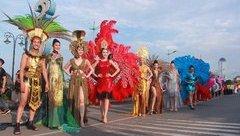 """Văn hoá - Cầu Nhật Lệ """"thất thủ"""" trong lễ hội Carnaval Đồng Hới 2018"""