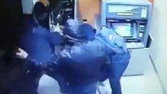 An ninh - Hình sự - Tên trộm đi xe đạp, cạy phá trụ ATM ở TP.HCM bị camera ghi hình