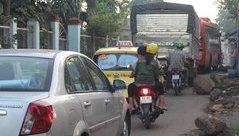 Xã hội - Tài xế né trạm thu phí,  đường làng... kẹt xe
