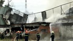Tin nhanh - TP.HCM: Cháy lớn tại xưởng may, công nhân hoảng loạn tháo chạy