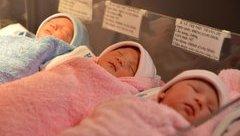 Giới tính - Sản phụ 35 tuổi sinh ba bằng phương pháp sinh thường