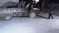 An ninh - Hình sự - Thanh Hóa: Điều tra, truy tìm kẻ đốt xe ô tô, dùng súng bắn vào nhà dân trong đêm