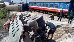 Tin nhanh - Nghi vấn nhân viên quên đóng rào chắn trong vụ tai nạn tàu hỏa kinh hoàng