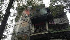 Xã hội - Hà Nội: Cháy lớn tại điểm bán phụ tùng xe, hàng xóm vạ lây