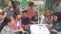 Tin nhanh - Dân Hà Nội ùn ùn xếp hàng chụp ảnh chân dung thuê bao di động