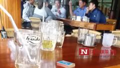 Xã hội - Cán bộ kiểm sát bỏ công sở ngồi đánh bài tại quán cà phê