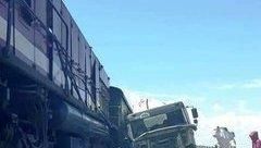 Tin nhanh - Tàu hỏa đâm xe bồn chở xi măng, đường sắt Bắc – Nam lại ách tắc