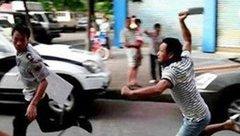 An ninh - Hình sự - Bạn trai của cô giáo đánh nhau trong sân trường, học sinh hoảng sợ