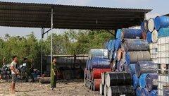An ninh - Hình sự - Bắt quả tang hàng tấn chất thải chưa qua xử lý tại bãi phế liệu