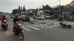 Tin nhanh - Kinh hoàng ô tô đối đầu xe máy khiến 2 người thương vong