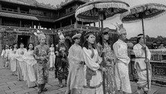 Văn hoá - Sinh viên tái hiện thời phong kiến qua bộ ảnh kỷ yếu Hoàng cung