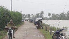 Video - Hà Nội: Hàng trăm người tụ tập buông cần câu cá ngày nước lũ [CLIP]