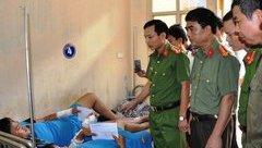 An ninh - Hình sự - Khen thưởng 2 cá nhân truy bắt 'cẩu tặc' bị bắn trọng thương