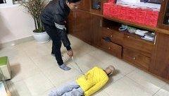 An ninh - Hình sự - Hà Nội: Khởi tố bố đẻ và mẹ kế bạo hành bé trai 10 tuổi
