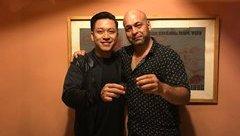 Dân sinh - Võ sư Flores dùng bữa tối cùng ca sĩ Tuấn Hưng và những người bạn