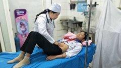Xã hội - Ăn xôi sáng ở cổng trường, 12 học sinh nhập viện