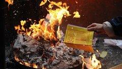 Tin nhanh - Đề nghị loại bỏ mê tín dị đoan, đốt vàng mã tại các cơ sở thờ tự