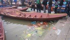 Mới- nóng - Rác ngập bến đò chùa Hương ngày đầu khai hội