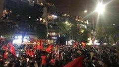 Dân sinh - Toàn cảnh các con phố trung tâm Hà Nội 'thất thủ' sau chiến thắng của đội tuyển U23 Việt Nam
