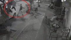 An ninh - Hình sự - Hà Nội: Quán cafe bất ngờ bị 'tập kích' bằng gạch đá giữa đêm