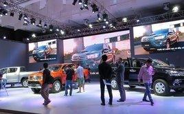 """Tiêu dùng & Dư luận - """"Bão"""" giảm giá ô tô, khách hàng vẫn ngó lơ"""