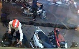 Pháp luật - Clip: Nam thanh niên thản nhiên trộm xe đạp điện giữa phố Hà Nội