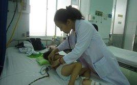 Sức khỏe - Nguy hiểm khi tự mua thuốc chữa sốt xuất huyết, tay chân miệng