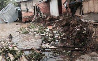 Chính trị - Xã hội - Sạt lở đất ở Vĩnh Long, nhiều căn nhà bị rơi xuống sông