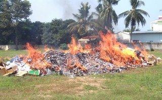 Tin nhanh - Vĩnh Long: Tiêu hủy 150.000 gói thuốc lá ngoại nhập lậu