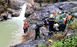 Tin nhanh - Nữ sinh tử vong khi leo thác tắm và chụp ảnh