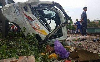 Xã hội - Hà Nội: Tàu hoả tông trực diện xe tải