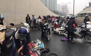 Xã hội - Xác định được nguyên nhân khiến xe máy ngã cả loạt ở hầm Kim Liên