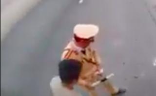 """Xã hội - Xác minh clip người mặc đồng phục CSGT có """"hành động lạ"""" trên Quốc lộ 21"""