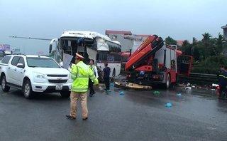 Tin nhanh - Thông tin mới nhất về vụ xe cứu hỏa va chạm xe khách trên cao tốc khiến 1 chiến sĩ hy sinh