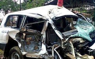 Tin nhanh - Điều tra vụ tai nạn giữa xe cứu thương và xe máy, 6 người thương vong