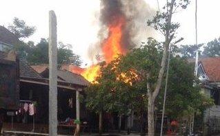 Chính trị - Xã hội - Nhà bất ngờ bốc cháy, cả phố nháo nhác dập lửa