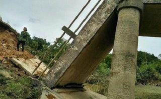 Xã hội - Sập cầu tại Hà Tĩnh, 150 hộ dân bị chia cắt