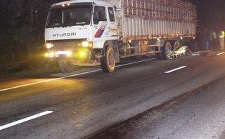 Tin nhanh - Hà Tĩnh: Người đàn ông chết thảm dưới bánh xe chở gỗ